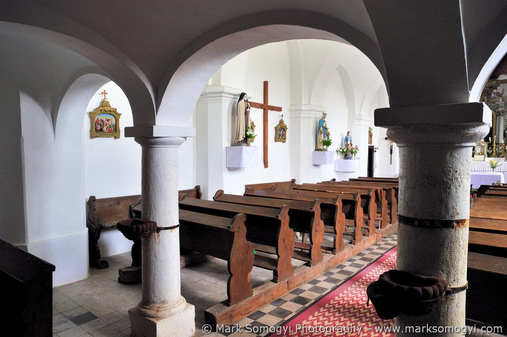 Szent Máté-templom karzata alatt. Fotó: Somogyi Márk - www.somogyimark.hu